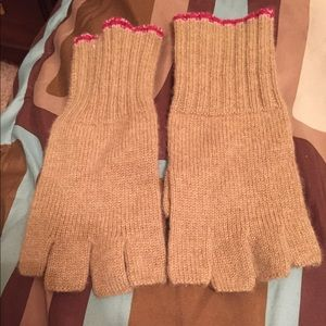 Accessories - New 100% cashmere fingerless gloves